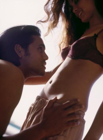 19- Bir araştırma, kadınların da erkekler gibi çeşitli görsel erotik imajlara bakarak tahrik olabildiklerini gösteriyor.  20- Uzmanlar, cinsel işlev bozukluğu sorunu yaşayan kadınların seks hayatlarını, erkekler için üretilen bazı uyarıcı ilaçlarla düzelebildiklerini belirtiyorlar. 21- Erkekler kadınları düşünürken sürekli sevişmek istediklerini düşünürken, aslında kadınlar onların düşüncesinin aksine duygusal paylaşımlara daha çok önem veriyorlar. 22- Sevgilinize yaklaşmadan önce tahrik olmayı beklemeyin. Çünkü çoğu kadın, eğlence başladıktan sonra kendini heyecana kaptırıyor. 23- Bir prezervatif firmasının dünya çapında yaptırdığı araştırma, Avusturyalı çiftlerin, sıklıkla oral seks yaptığını gösteriyor.  24- Günün en masum içeceği olan sabah kahvenizin afrodizyak etkisi olabilir. Bir araştırma, kafeinin fareleri daha azgın hale getirdiğini ispatlamış.