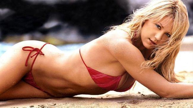 Anna Kournikova   Rus tenisçi ve seksi model bir çok madalyaya sahip.