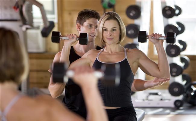 3. Enerji harcayın   Yağ kaybetmenizi sağlayan şeyin uzun süreli bir spor değil de, kuvvet harcamanızı gerektiren egzersizler olduğunu biliyor muydunuz? Bu nedenle bir dakika aralıklarla, güç kullanarak yaptığınız spor, metabolizmanızı ateşleyecek ve vücudunuzdaki fazla yağları hızlıca yakacaktır.