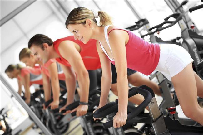 7. Programlı çalışın   Birden fazla kas grubunu çalıştıran egzersizler, etkiyi iki katına çıkarırken, süreyi yarıya indirir. Bu nedenle spor eğitmeninizin bu şekilde hazırlayacağı program ile çalışmak daha faydalı olacaktır.