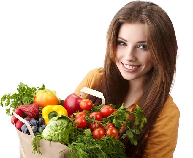 8. Diyet defteri edinin   Yiyip içtiğiniz her şeyi bir diyet defterine not edin. Böylece hem beslenmenize takip edebilir, hem de yediklerinizin kalorileri hakkında daha fazla bilgi sahibi olabilirsiniz. Üstelik bu yöntemle daha bilinçli beslenmek de mümkün olacaktır.
