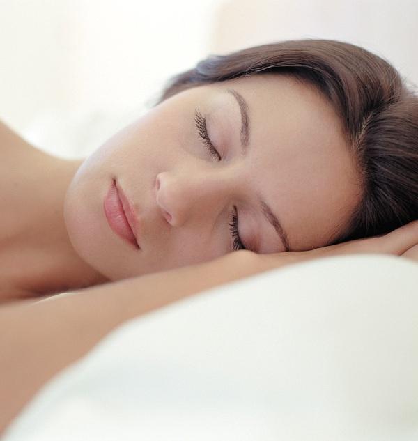 13) UYKU DÜZENİ    Uykusuzluk, metabolizmanızı doğrudan etkiler. Uykusuz kaldığınızda iştahınız açılır ve doyma hissi en az seviyeye iner. Yapılan araştırmalara göre, eğer altı saatten daha az uyuyorsanız obez olma riskiniz yüzde 27 oranında artar.     14) SİRKE   Yemekten önce, çok az miktarda sirke içmek, kulağa çok hoş gelmese de iştah keser. Böylece daha az yersiniz.