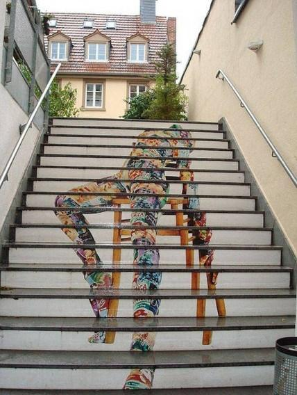 Merdivenlerin boyanması ülkemizde gündeme oturdu. Aslında bu sanatsal aktivite bir çok ülkede, şehri renklendirmek için özellikle yapılıyor. İşte çeşitli örnekleri...