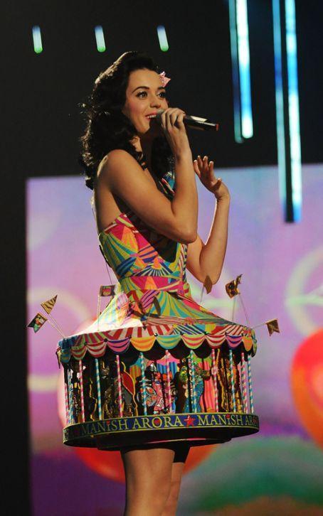 Dişi tarzan: Katy Perry! - 46