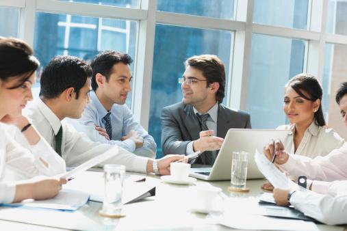 Oğlak (22 Aralık-20 Ocak):  Sorumluluk sahibi ve güvenilir olan Oğlak'lar, organizatör, yönetici, başkan, mali işler müdürü, hâkim olabilirler.