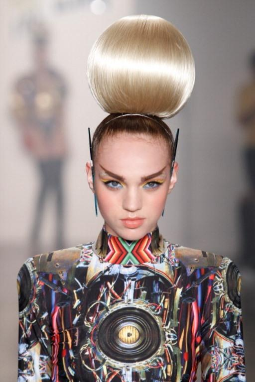Mercedes Benz sponsorluğunda New York'ta düzenlenen 2014 Moda Haftası'nın Saç & Güzellik defilesi, birbirinden marjinal saç ve makyaj modellerini bir araya getirdi. İşte tüm hızıyla devam eden New York Moda Haftası ve Saç & Güzellik Defilesi görüntüleri...  Moda Kanalları Editörü: Burcunur YILMAZ