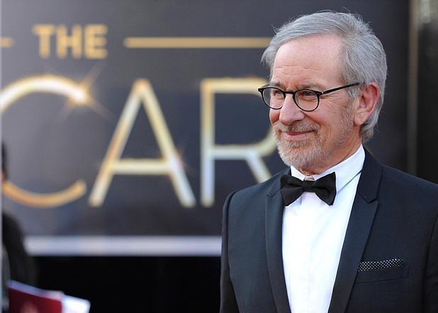 """Steven Spielberg  100 milyon dolar  Listenin ikinci sırasına yerleşmeyi başaran """"E.T."""" ve """"Jurassic Park"""" filmlerinin ünlü yönetmeni Steven Spielberg'in kazancı ise 100 milyon dolar olarak açıklandı."""
