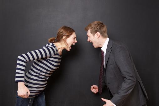 Koç   Her dediğini yapmanız size sahip olduğunu, avucunda olduğunuzu düşündürmeniz, başkalarıyla ilgilendiğinizi fark ettirmeniz, kıskançlığınız, sahiplenmeniz, bıkması için yeterlidir...