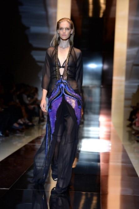 İtalya'nın Milano şehrinde gerçekleşen Moda Haftası'nda Gucci'nin 2014 İlkbahar/Yaz koleksiyonu tanıtıldı. Şifon tasarımların ön planda olduğu defilede renkli detaylar da göze çarptı.    Moda Kanalları Editörü: Burcunur YILMAZ