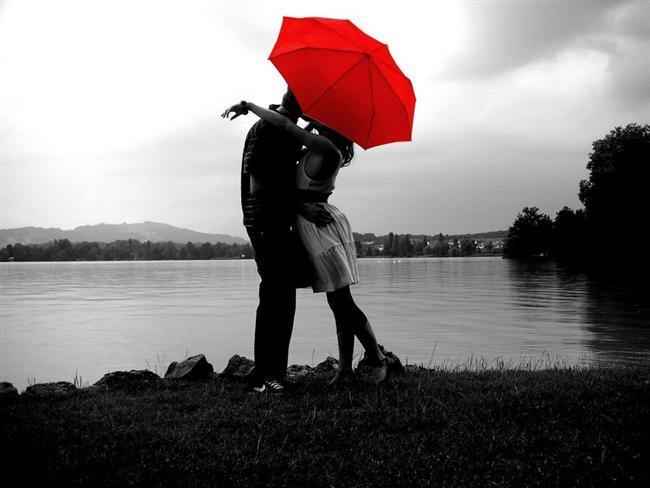 Kırmızı: Rüyalarda görülen kırmızı renk, yaşama arzusunu, cinsel tutkuları, şehveti ve öfkeyi temsil eder. Büyük bir aşk yaşandığına da yorumlanabilir.