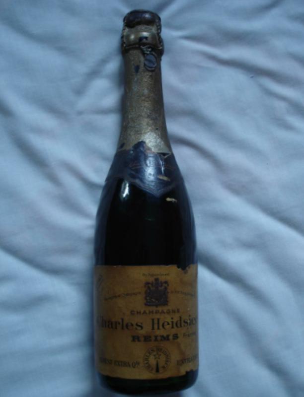 Dünya'nın en iyi şaraplarına sahip olmak için nereye gider, en fazla ne kadar para harcarsınız? En iyi şaraplar listesinde tadı kadar bir antikayı andıran yıllanmışlığı ve neredeyse servet değerindeki fiyatlarıyla ilgi çeken şaraplar var...  Shipwrecked 1907 Heidsieck & Co. Monopole Champagne - $275,000   Rus Çarı II. Nicholas için üretilmiş olan bu özel şarabın şu anki değeri çeyrek milyon dolar.
