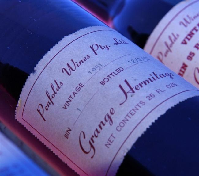 1951 Penfolds Grange Hermitage - $38,000   Avustralyalı şarap yapımcısı Max Schubert tarafından sadece 160 kasa üretilen bu şarabı, üretildiği zamanlarda içmek bu şaraba yazık etmek demek oluyordu. Çünkü şarap gençken içilemeyecek kadar keskin bir tada sahipti.Avustralya'yı dünya şarap pazarında günümüzdeki güçlü konumuna getiren etkenin bu kırmızı Shiraz olduğunu belirtmek yanlış olmaz.