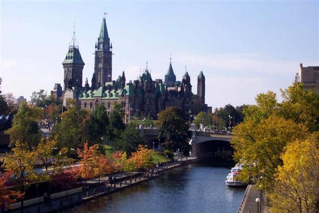 Kanada  Kişi başına düşen elektrik tüketiminin, gelirin ve yaşam alanının en fazla olduğu ülkelerden biri Kanada. Büyüleyici bir doğal güzelliğe sahip olan ülke, kamp, kayak, balıkçılık, dağcılık, kano ve dağ bisikleti gibi doğa sporları için mükemmel bir coğrafyaya sahip.   Quebec, Calgary, Ottawa, Vancouver ve Toronto gibi birçok Kanada şehri dünyanın en pahalı 100 şehri arasında. Bununla beraber kişi başına düşen yıllık gelir normal standartların oldukça üzerinde...