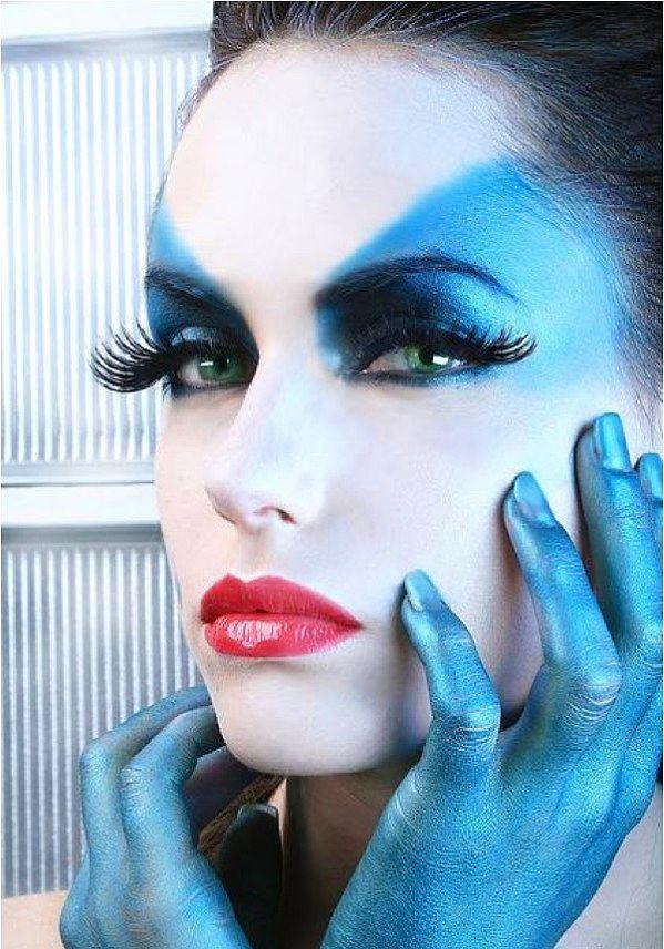 Kadınlar olarak biliyoruz ki makyaj bir sanattır ancak günlük hayatta ya da davetlerde kullandığımız makyaj değil! Gerçekten bu işi sanat olarak yapan makyaj artisleri var. En özel makyaj artistlerinden çılgın makyaj sanatı örneklerini sizler için seçtik...