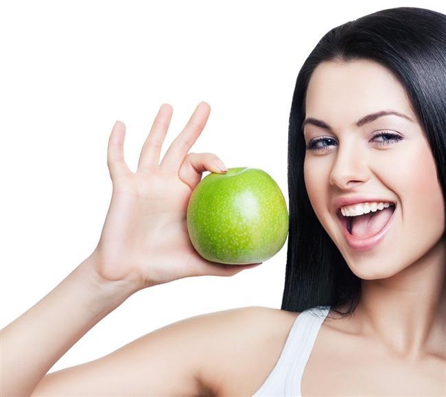 5- Acıktığınızda mutlaka vücudunuza cevap verin. Açlığı ertelemek metabolizma hızını yavaşlatır. Küçük bir meyve bile yeseniz yeterli olur.