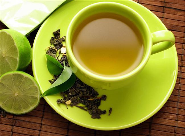 10- Yeşil çay için. Kahve ve çay içerdiği kafein içeriği nedeni ile metabolizmayı çalıştırır. Ancak çok fazla tüketilirse çarpıntı ve uykusuzluğa neden olabilir. Yeşil çayın antioksidan kapasitesi çay ve kahveye göre daha fazladır. Günde 1-2 fincan yeşil çay tüketmek hem metabolizmayı hızlandırır hem de yaşlanmaya gidiş sürecini yavaşlatır.
