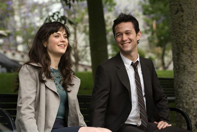 Aşkın 500 Günü (500 Days Of Summer) :  Alışılmamış türde bir romantik komedi olan film, aşkın gerçek olduğuna inanmayan bir kadın ve ona aşık olan bir adamın hikayesini anlatıyor.   Tom Hansen, hayatından tamamen çıktığına emin olduğu zaman Summer Finn ile tanıştığı ilk günü hatırlar. Tom, kıza ilk gördüğü anda aşık olur. Hayatının geri kalan kısmını bu kızla birlikte geçirmesi gerektiğini biliyordur. Ne var ki Summer ne aşka ne ilişkilere inanmamaktadır. Buna rağmen aralarında arkadaşlıktan öte farklı bir ilişki başlar. Birlikte geçirecekleri günler sıradışı, eğlenceli ve komik bir hikayeye tanıklık edecektir.