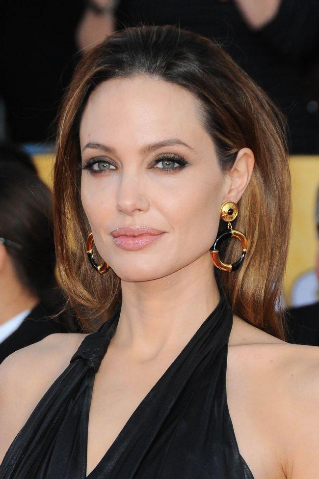 İkizler burcu  Angelina Jolie  İşte diğer İkizler Burcu güzellerinden bazıları: Natalie Portman,Nicole Kidman, Heidi Klum...