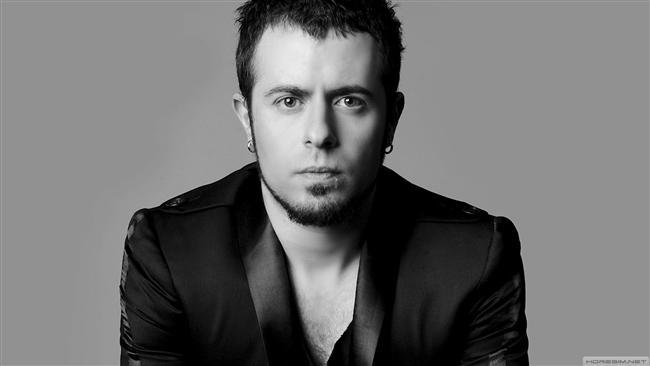 """Emre Aydın  6. Cadde isimli grubu ile 2002 yılında Sing Your Song beste yarışmasında 1574 adayı geride bırakarak birinci olan Emre Aydın 2003 tarihli grubun ilk ve tek solo albümünden sonra 2006 yılında piyasaya çıkan ilk solo albümü Afili Yalnızlık ile büyük başarı yakaladı.  2009 çıkışlı Falling Down isimli single'ının ardından 2010'da teması efkar olan ikinci solo albümü Kağıt Evler'i piyasaya sunan Aydın'ın albümdeki çıkış parçası """"Bu Yağmurlar"""" 2 gün gibi kısa bir süre içerisinde dijital platformlarda en çok indirilen ve dinlenilen şarkı olarak bir rekora imza attı.  Tarih/Adres:15 Kasım 2013 20:00 İş Sanat Kültür Merkezi, İstanbul"""