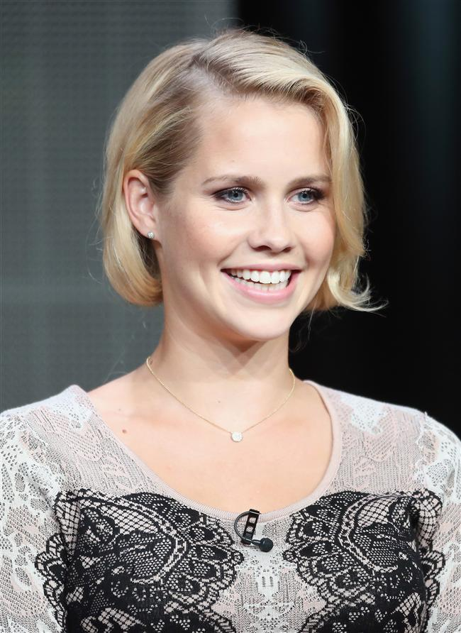 Oyuncu Claire Holt Speaks