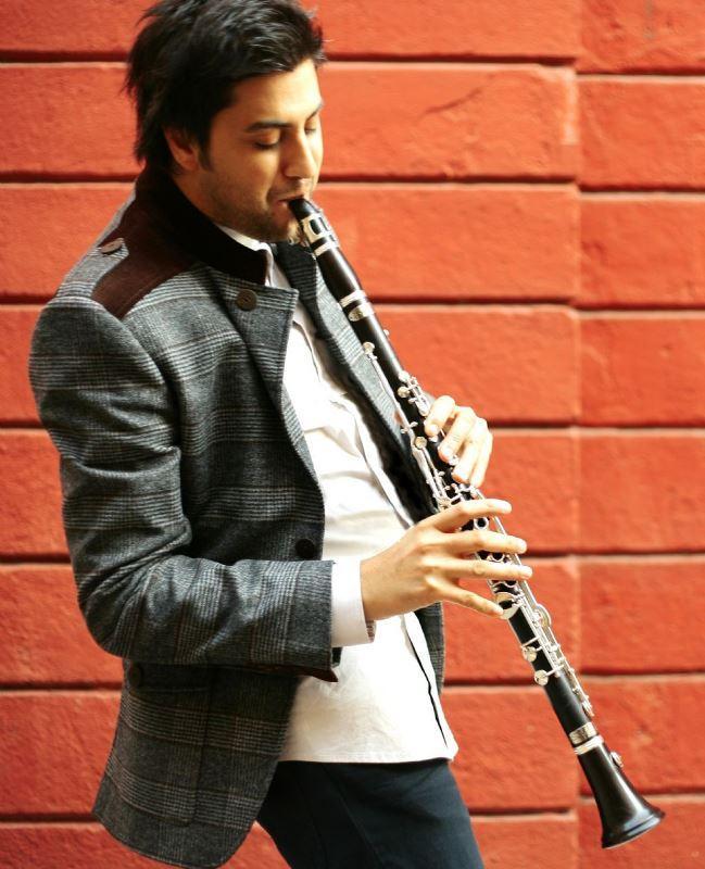 Serkan Çağrı  Dünyaca ünlü enstrüman firması Amati-Denak, Serkan Çağrı tarafından icat edilen yeni perde tasarımını uygulayarak ürettiği klarnet modeline 'Serkan Çağrı Model' ismini verdi. Böylece Çağrı, klarnette patentli bir dünya markası olmayı başardı.
