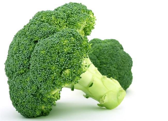 Brokoli  -1 su bardağı pişmiş brokoli, yetişkinlerin günlük C vitamini gereksiniminin yarısını karşılar.  -Toksinlerden arındırıcıdır.  -Oldukça yüksek oranda K ve A vitamini içerir. Kalsiyum, magnezyum ve fosfor ise, içeriğindeki vitamin ve minerallerden yalnızca bazılarıdır.  -Yapılan araştırmalar özellikle kolon ve akciğer kanserini önlemede etkili olduğunu gösteriyor.