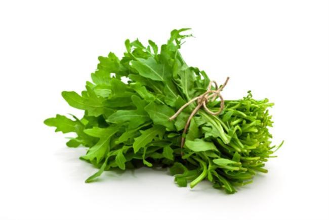 Roka  -Yüksek miktarda C vitamini içerir, aynı zamanda K ve P vitaminlerinden de zengindir.  -Bağışıklık sistemini güçlendirir.  -Vücuttaki toksinleri atmaya yardımcıdır.  -Kas ağrılarına iyi gelir.