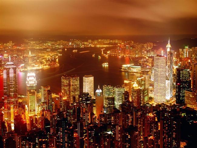 Hong Kong  Çin'in güney kıyısında bulunan Hong Kong, çok sayıda turist çeken Uzak Doğu'nun en gelişmiş yerlerinden biridir.  Asya'nın en büyük serbest pazarı ve limanı, en işlek ticaret, endüstri ve turizm merkezidir.  İstanbul-Hong Kong arası 11saattir.