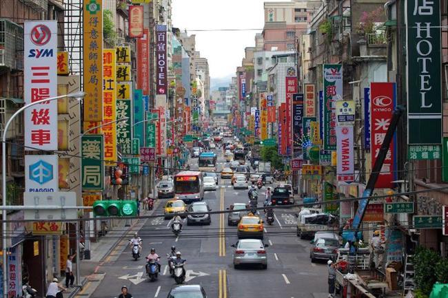 Taipei  Tayvan'ın başkenti ve Tayvan adasının en kalabalık şehridir. Taipei merkez nüfusu 2.619.022'dir.Tayvan'ın en önemli ticaret, siyaset ve kültür merkezidir. Sun Yat-sen Anıtı, Shilin Gece Pazarı, Saray Müzesi tarihi ve turistik yerlerindendir.