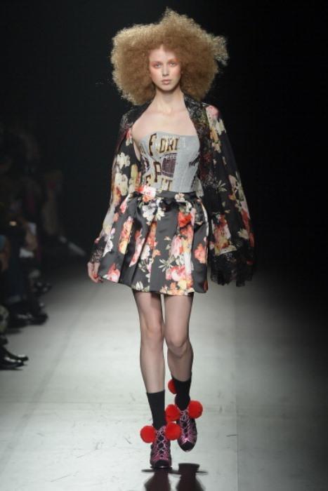 2014 Tokyo Moda Haftasında ünlü tasarımcılar defileleriyle kıyafetlerini tanıttı.