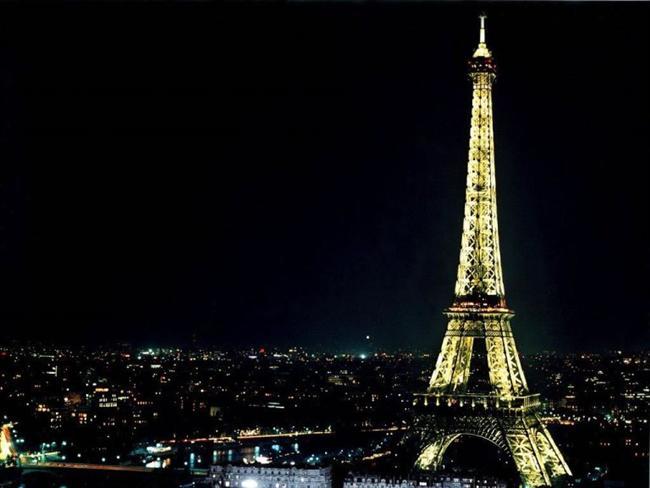 -Eiffel Kulesi´nin tepesine çıkana kadar 1792 basamak vardır.