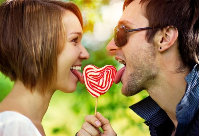 Benzer zevkleriniz olması ilişki için önemli. Partnerinizi enteresan bir insan olarak görmeniz ilişkinizin sağlılığı bakımından önemli.