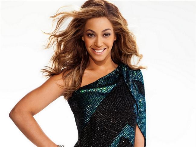 Biçimli Dalgalar  Her ne kadar Beyonce açlarından vazgeçmiş olsa da onun uzun saçları ilham vermeye devam ediyor. Uzun saçlarınızı yandan ayırıp iri bir maşayla şekil verdiğinizde hazırsınız demektir!