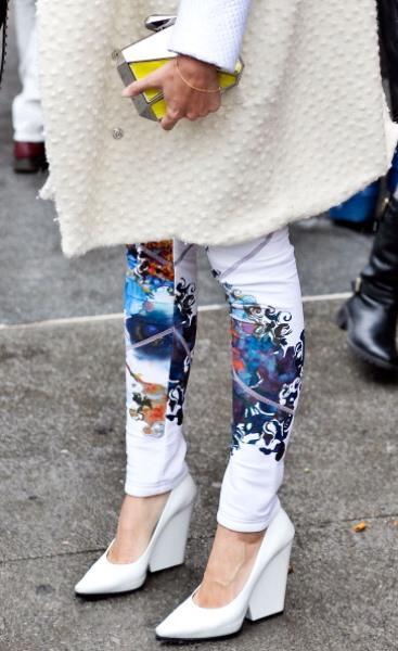 Desenli beyaz pantolon