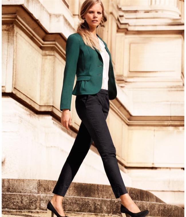 Yeşil ceket ve siyah pantolon