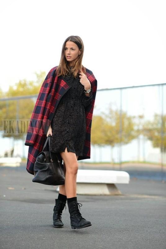 Siyah elbise ve ekose kaban