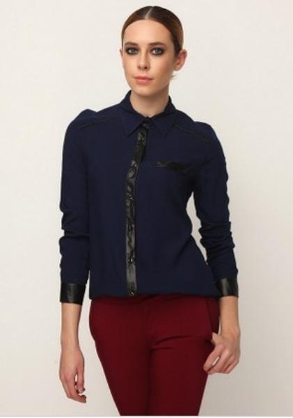 Lacivert gömlek ve bordo pantolon