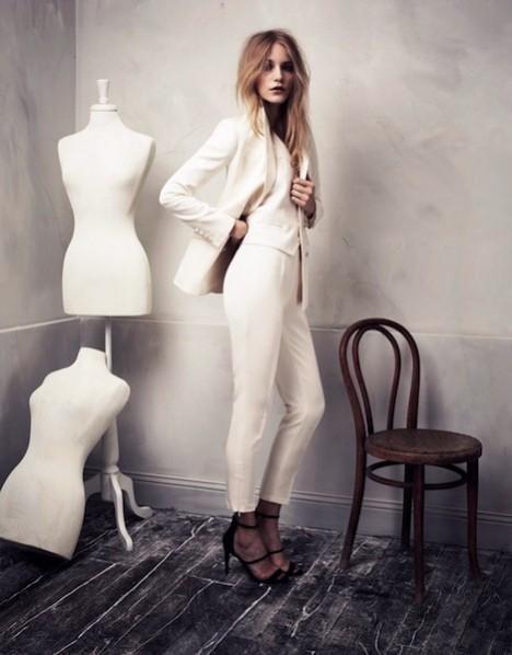 Beyaz takım elbise