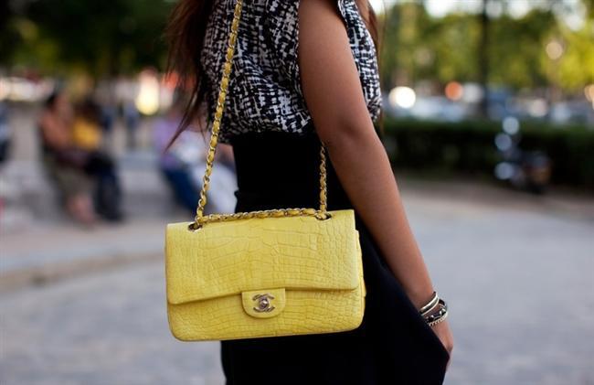 Yılan yüzeyli, deri sarı askılı çanta