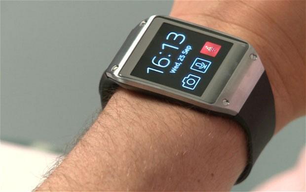 Akıllı Saat  Bundan birkaç sene önce birçok kişi akıllı saat veya akıllı gözlük gibi kavramların ne olduğunu bilmiyordu. Ancak gelişen teknoloji ile birlikte ortaya çıkan bu tarz teknolojiler önümüzdeki yıllarda belki de hayatımızın vazgeçilmezleri olacaklar. Bu kapsamda çalışmalarını devam ettiren teknoloji şirketlerinden daha önce Google'ın bir akıllı saat geliştirdiği ortaya çıkmıştı. Google'ın ardından sonra ise Qualcomm ve Samsung gibi şirketlerin de bu pazara gireceği ortaya çıkmıştı. Şimdi de önemli bilgisayar üreticilerinden Dell'in bu pazara giriş yapmak istediği ortaya çıktı.