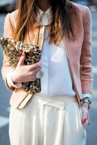 Beyaz renkte ipek gömlek