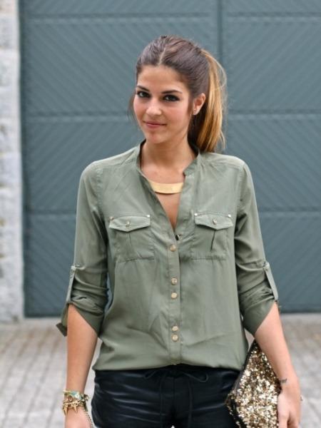 Açık yeşil renkte ipek gömlek