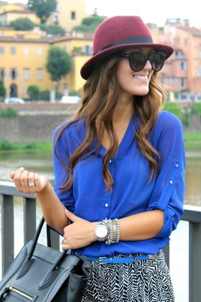 Mavi renkte ipek gömlek