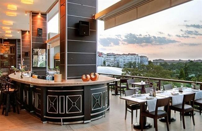 Hilton  Hilton yılbaşı akşamı leziz bir açık büfe menüsüyle misafirlerini karşılıyor.   Adres: Bayıldım Cad. No:12 Maçka-İstanbul   Telefon: (0212) 310 12 00