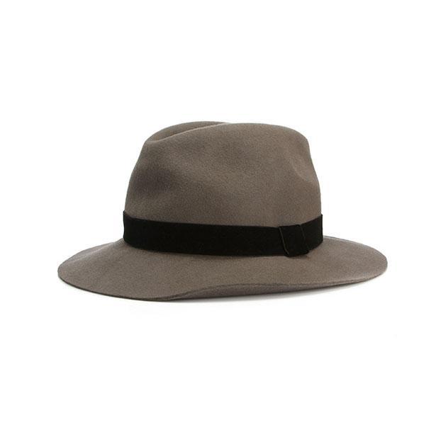 Füme rengi şapka