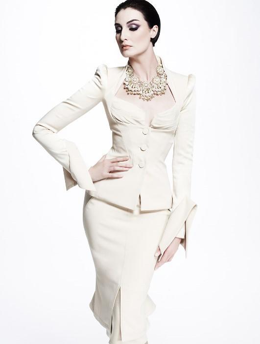 Terazi  Klasik parçalardan vazgeçemeyen Terazi Burcu kadınları için en uygun kıyafet şık döpiyeslerdir.
