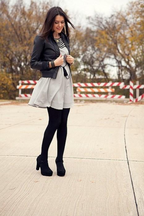 Gri kısa elbisenizle ve kısa süet botlarınızla cuma şıklığı yakalamanız mümkün