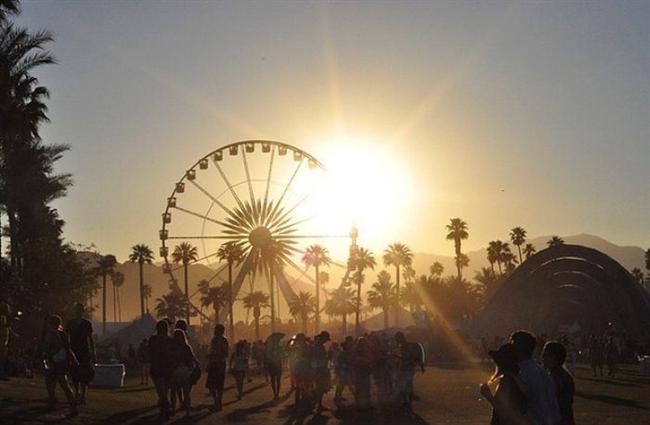 Cochella — Indio, Kaliforniya  Ne Zaman: 11 – 20 Nisan (2014)  Nerede: Kaliforniya, ABD  Neden Gitmelisiniz: Çölde harika müzik dinlemek ve bir sürü Hollywood ünlüsü görmek için iyi bir seçenek.