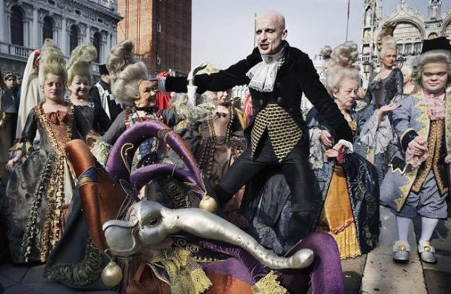 Karnaval — Venedik, İtalya  Ne Zaman: 14 Şubat – 4 Mart (2014)  Nerede: Venedik, İtalya  Neden Gitmelisiniz: Karnaval 13. yüzyıldan beri süregelen bir Venedik geleneği. Dünyanın dört bir tarafından gelen insanlar maskeleri ve kostümleri ile yılın en stil sahibi partisine katılıyor.