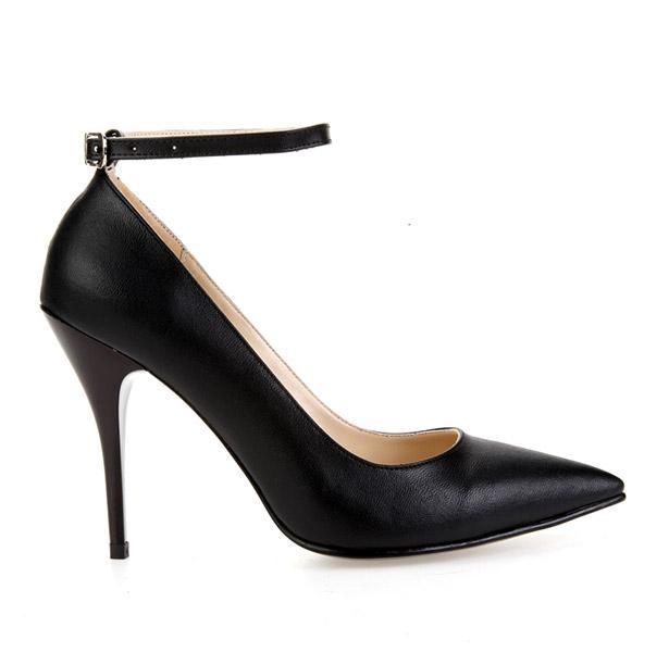 Son olarak bilekten bağlı bu süet stiletto ayakkabıyla kombininizi tamamlayabilirsiniz.